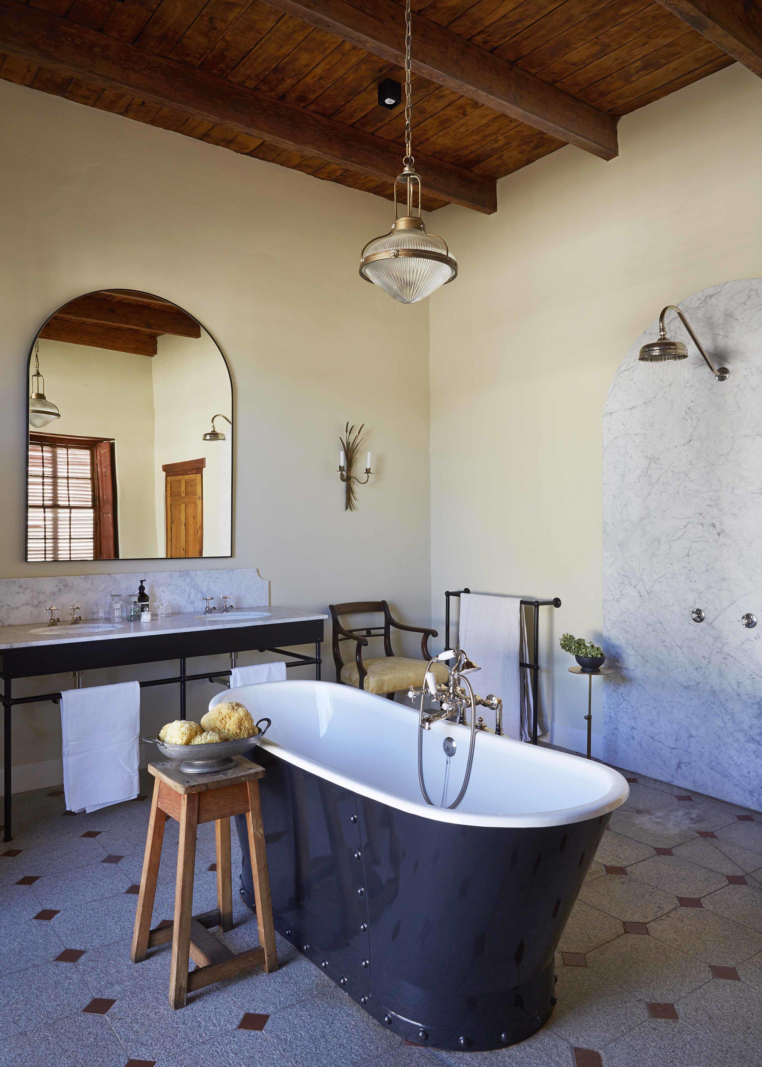 30 Bath - bathroom 2.jpg