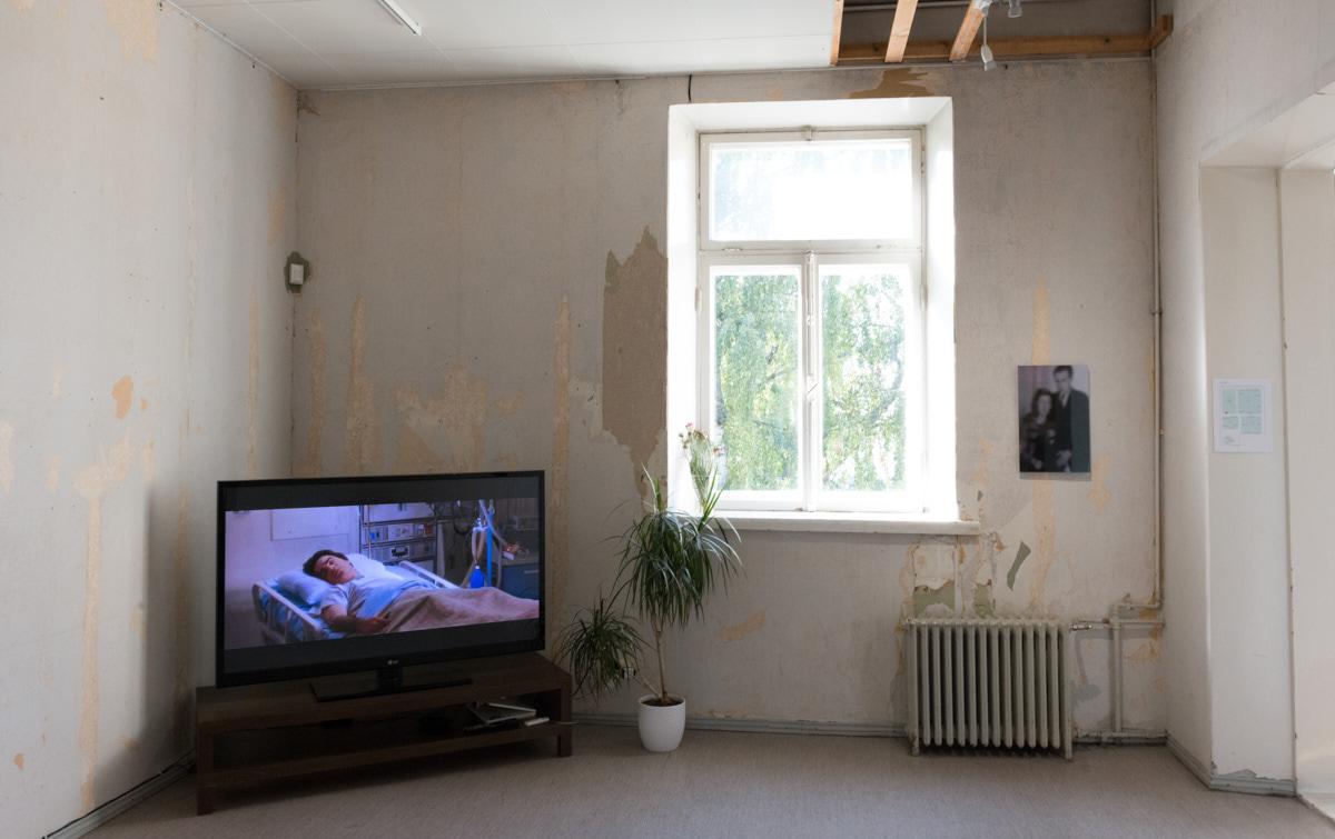 Left:  Anamnesis, 2014 by Joakim Pusenius   Right:  Muistojen huoneet (kihlakuva), 2014 by Sampo Apajalahti  Photo: © Heli Kaskinen