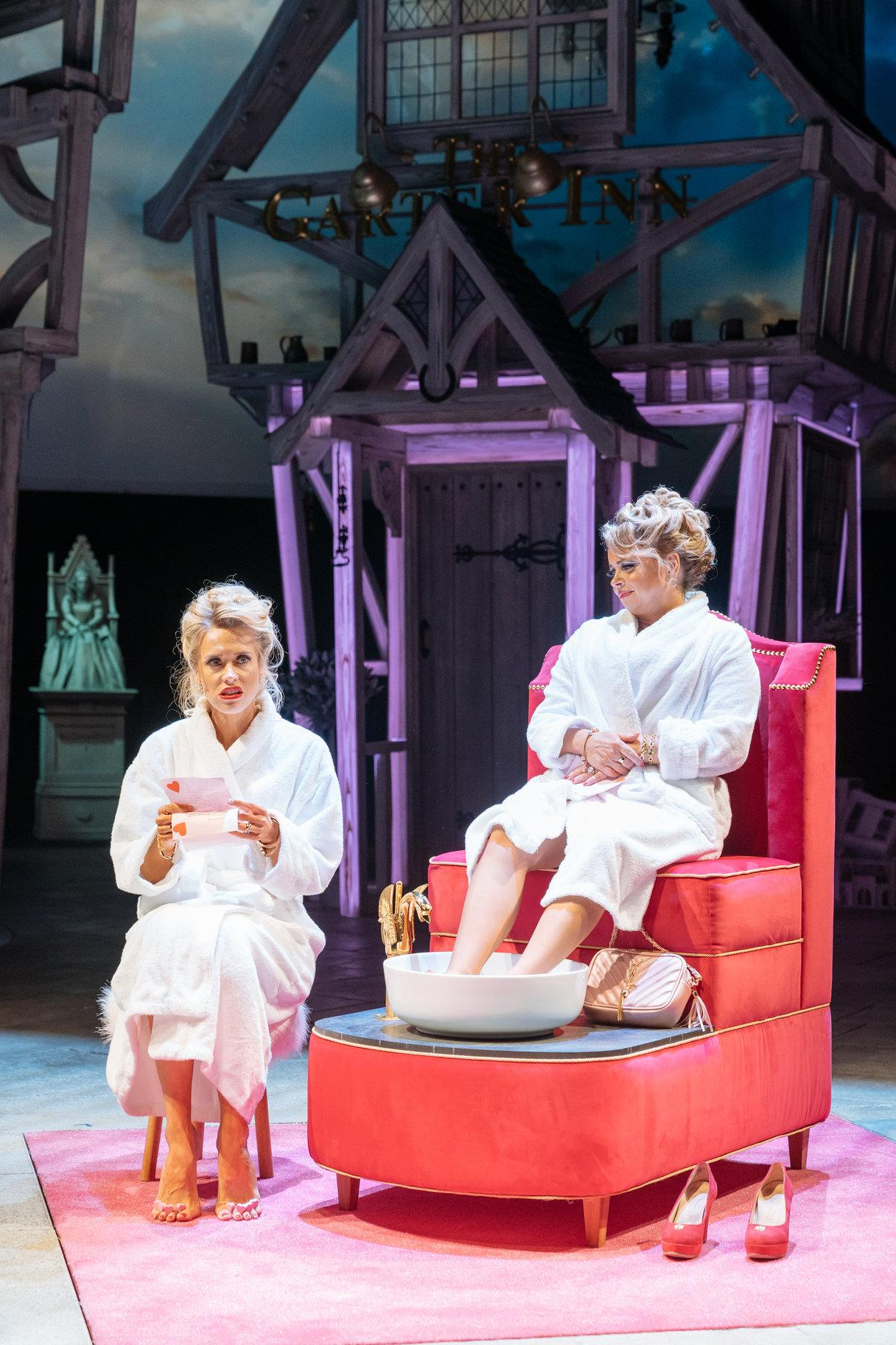 the-merry-wives-of-windsor-production-photos_-2018_2018_photo-by-manuel-harlan-_c_-rsc_258169.tmb-img-1824.jpg