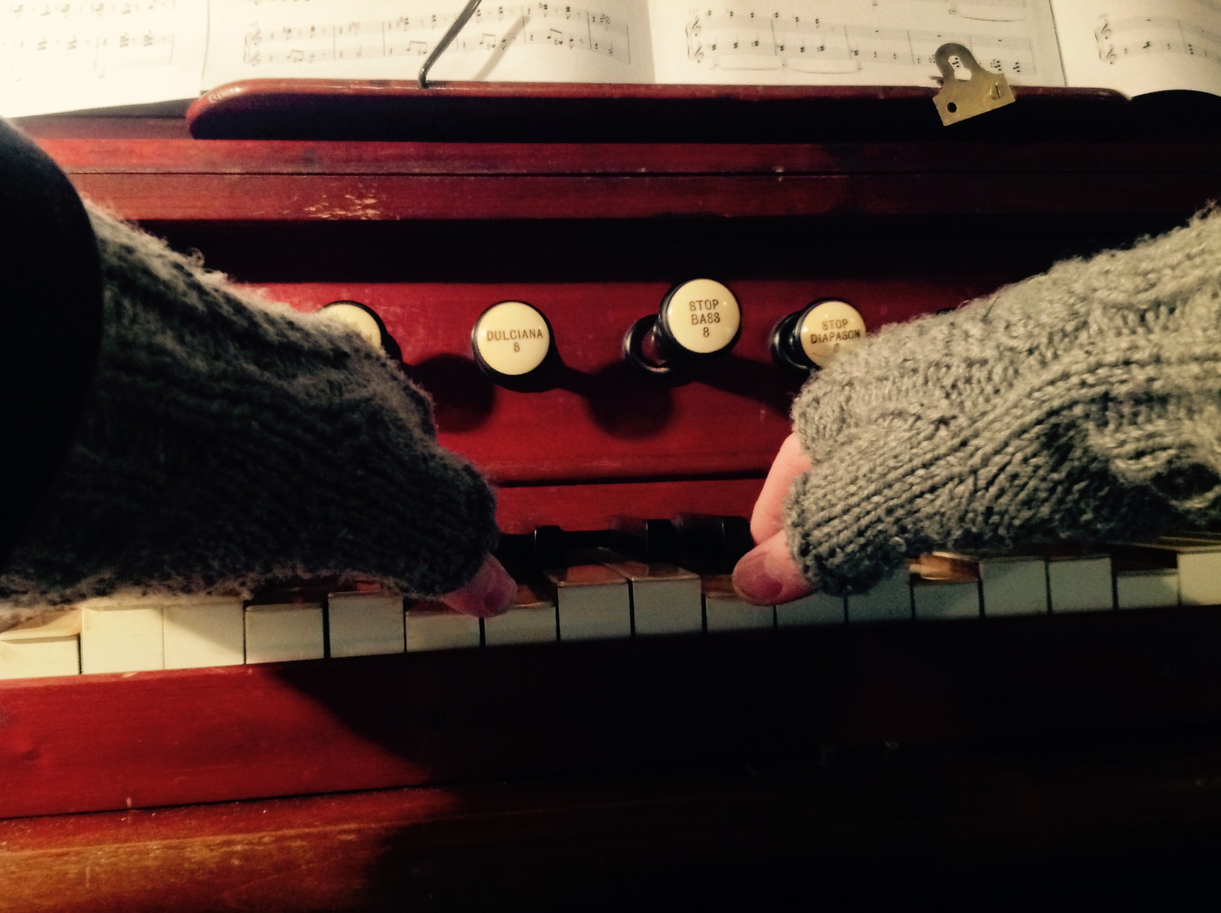 Fingerless gloves are an essential for any organ winter session in an unheated 12th Century church