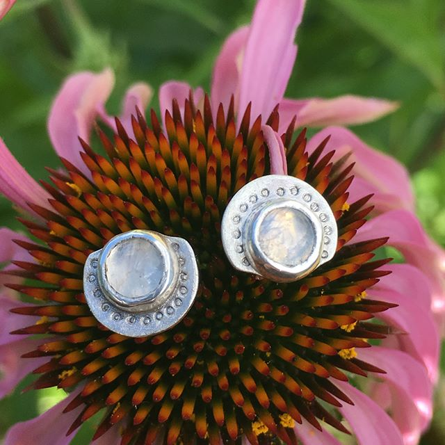 🌙 Rainbow Moonstones and Silver earrings, a few of my favorite things! 🌙 #earrings #sterlingsilver #moonstone #jewelry #handcrafted #earringsoftheday #52earrings2018 #52earrings #2018earringchallenge #arielleespinosa #maker #ilovenature
