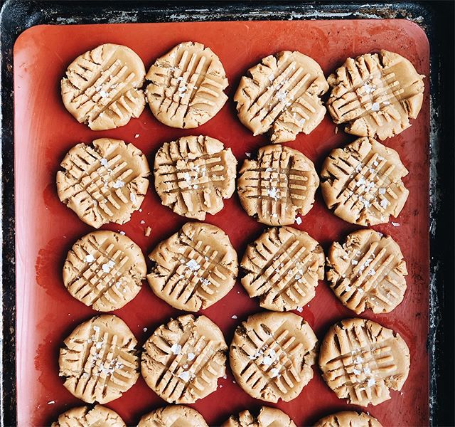 Peanut butter cookies before baking 🌟check my story to see after 👀