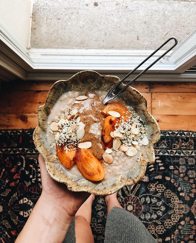 Almond butter, grilled apricots, toasted almonds and hemp hearts in my oatmeal this morning 🌞