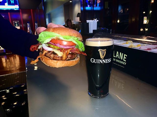 Burger and a Guinness on Wild Card Sunday 🏈🌎