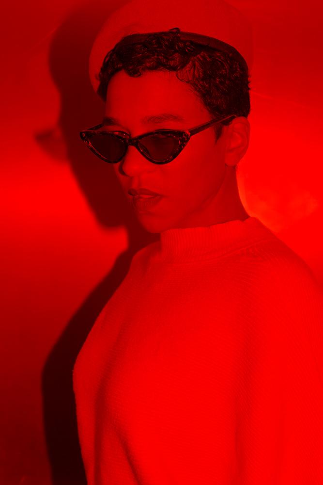 #blackberlinbrap - Mau Mushi f.k.a. ROX ist der neue androgyne Ghettobass-Star aus dem Wilden Osten Berlin. Das Lichtenberger Wunderkind rappt, singt manchmal Schlager und groovt immer, egal ob sier aufm