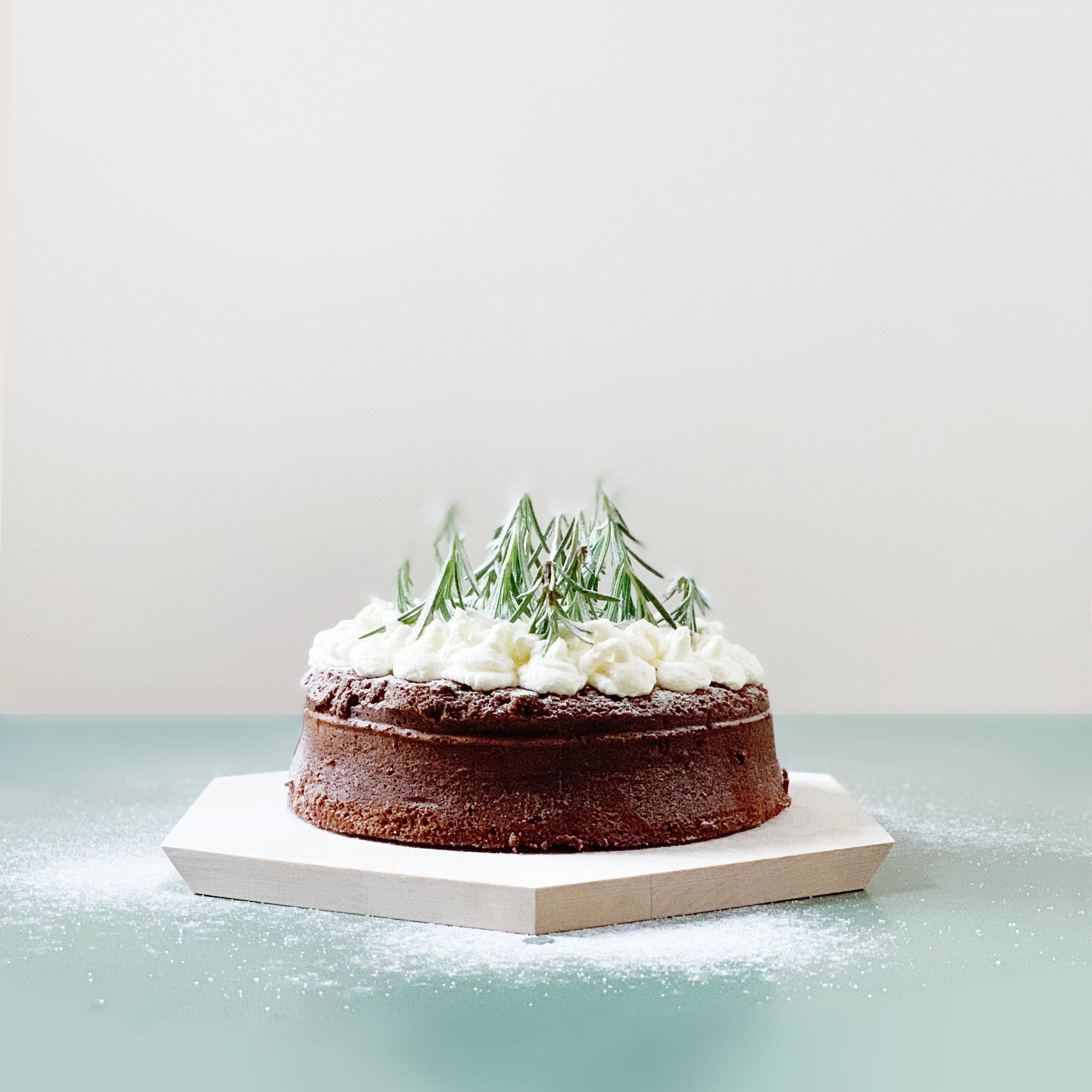 Festive chocolate fudge cake with mascarpone frosting