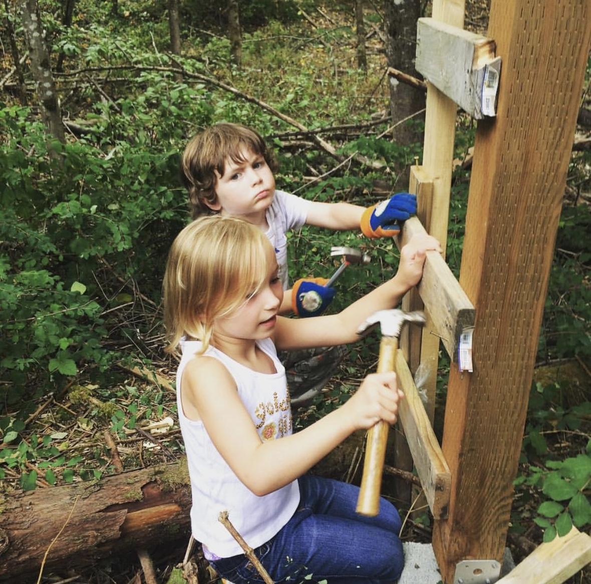 building a tree fort.jpg