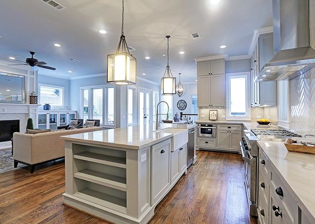 Beautiful, yet highly functional living space is a top priority for all Urban Craftsman homes. Let us design and build the living space of your dreams! This gorgeous home is a project we built in the historic Houston Heights neighborhood.  #urbancraftsman #urbancraftsmanhtx #customhome #buildinhouston #kitcheninspiration #kitchenideas