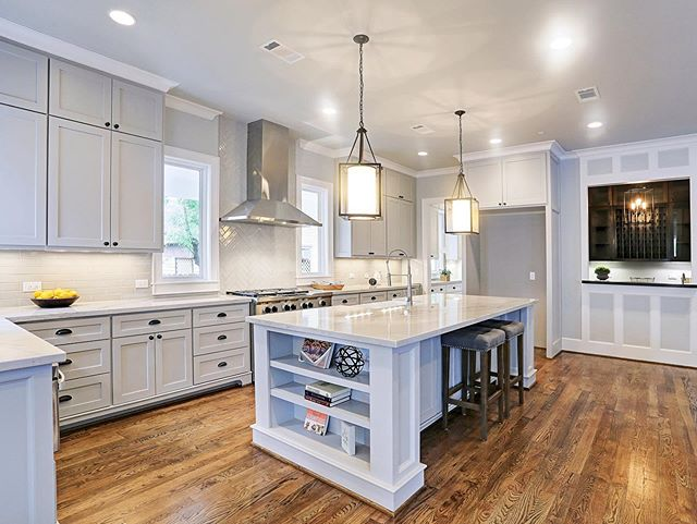 What a beauty! Urban Craftsman designed this gorgeous kitchen for a custom home we built in the Houston Heights area. It includes all the aspects a gourmet chef would require! Contact our team today and let us help you create your forever home! Call us at 713-369-0999 or visit our website at Urban-craftsman.com. #kitcheninspiration #urbancraftsmanhtx #customhomes #buildinhouston #houstonheights