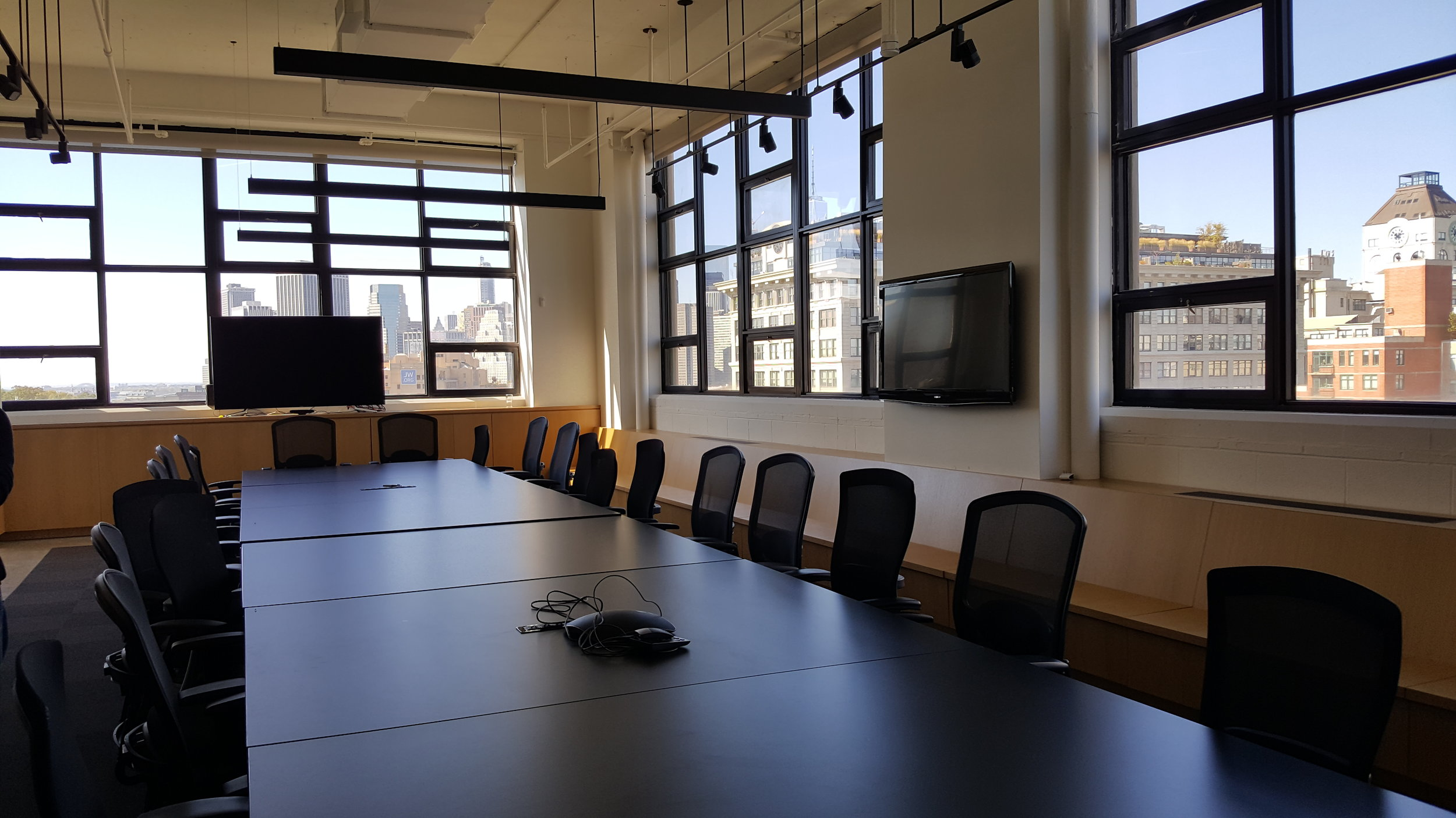 The largest of the private team spaces is equipped with lightweight tables that can be easily moved to create a different setting. The fabulous city views stay no matter what.