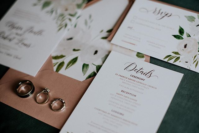 It's all in the details ✨ . 📸: @j.lynnephotos . . #weddingstationery #cle #clevelandwedding #stationery #rings #floralinvitation