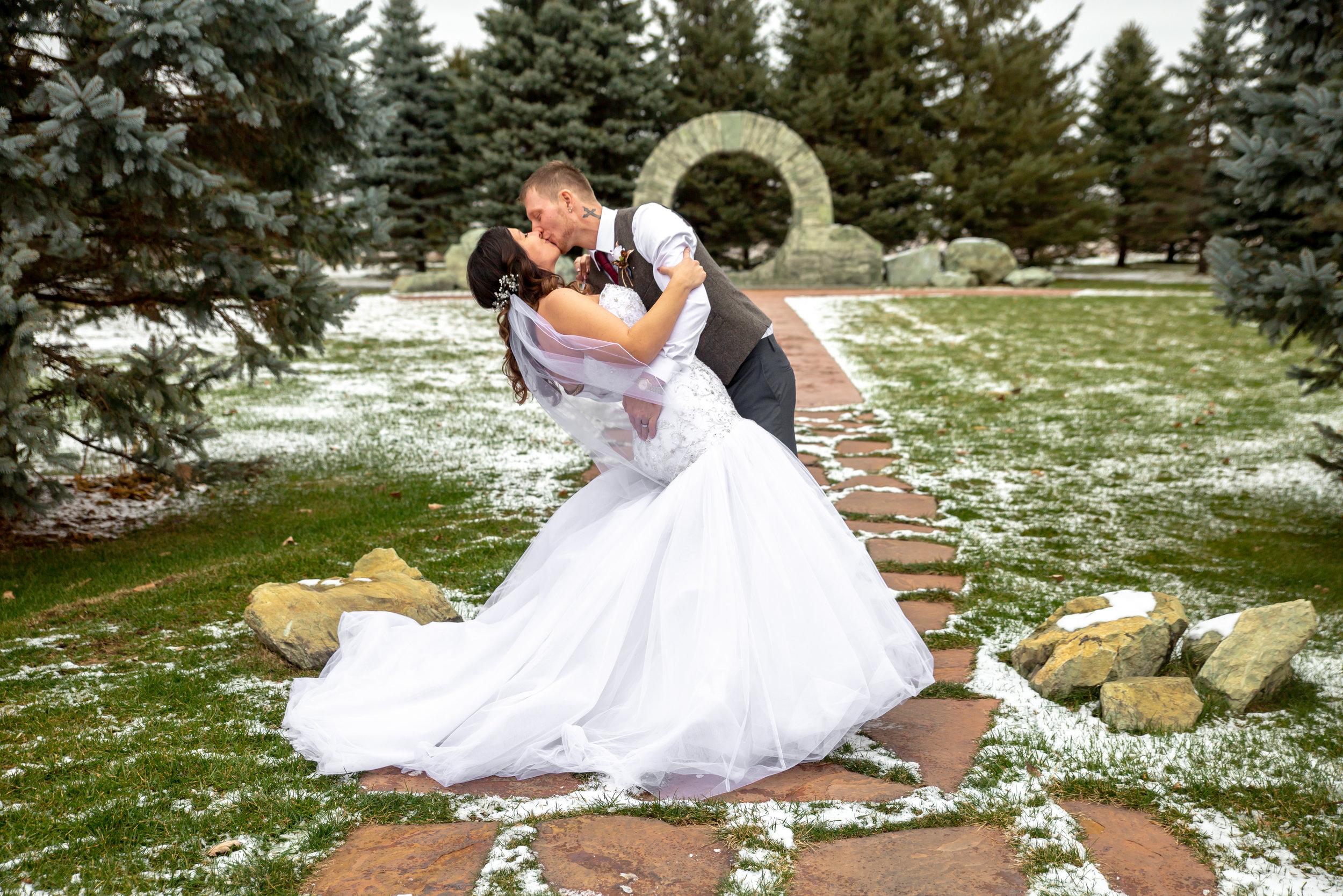 Lynne Halterman Fab Weddings photographer, dip picture Minnesota wedding venue