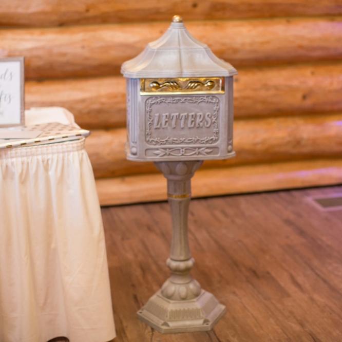 Letter box for cards | Photographer: Nicki Lynn | Venue: Glenhave Wedding winter wedding | indoor ceremony.jpg