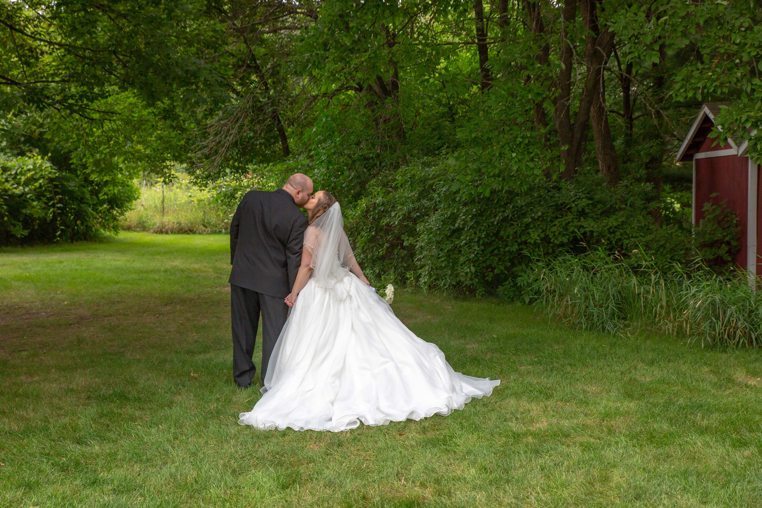 Cindyrella's Garden, Fab Weddings, outdoor Minnesota ceremony, Rosemount wedding, south metro, pretty pear bride