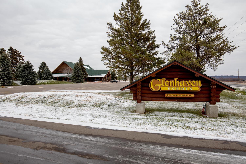 Glenhaven winter Minnesota wedding rustic barn,