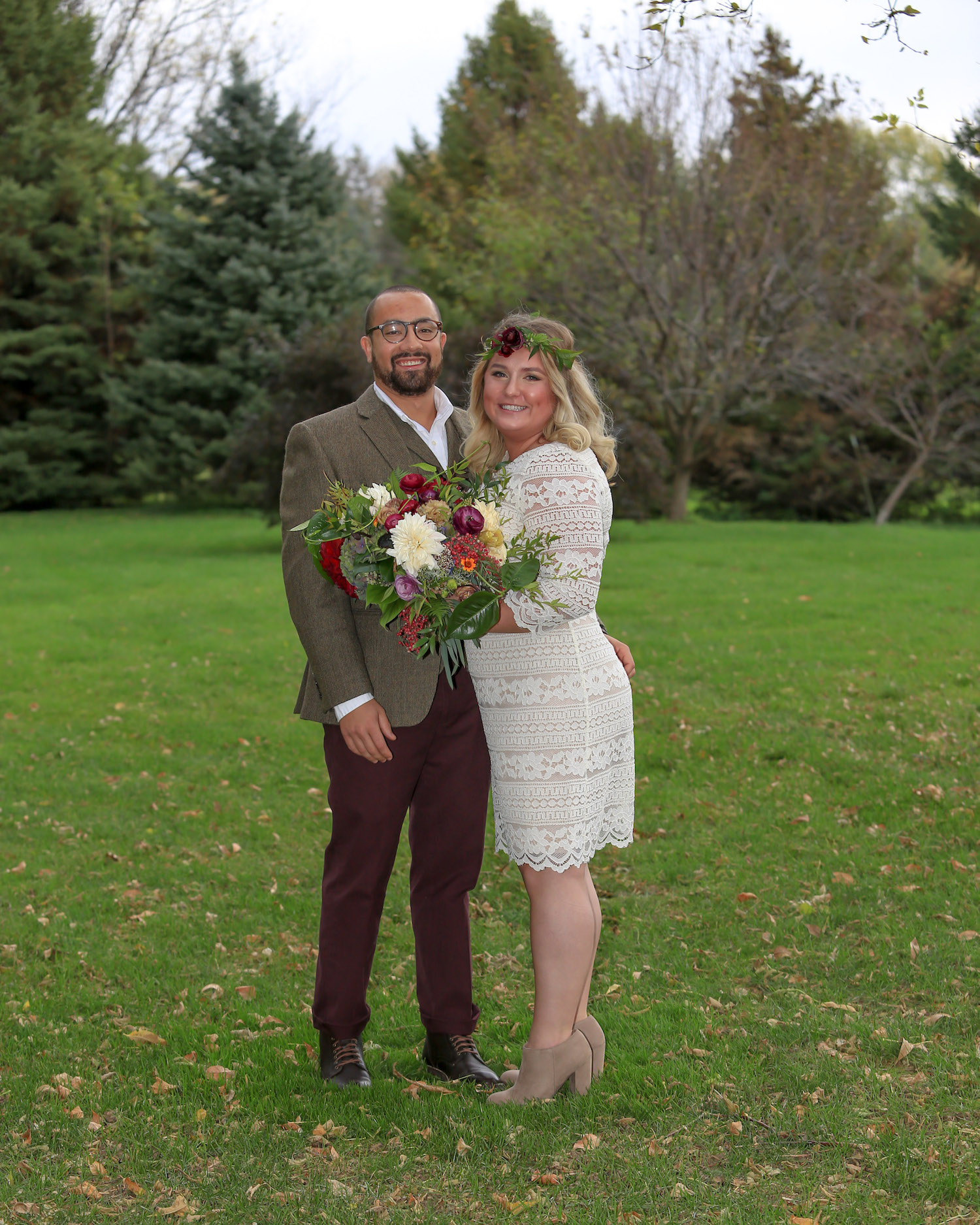 Cindyrella's Garden, outdoor ceremony on the lake in Minnesota, dark red and white bouquet