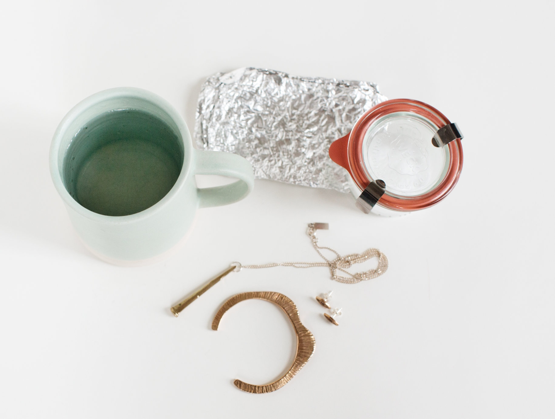 how to clean really tarnsihed silver using aluminum foil.jpg