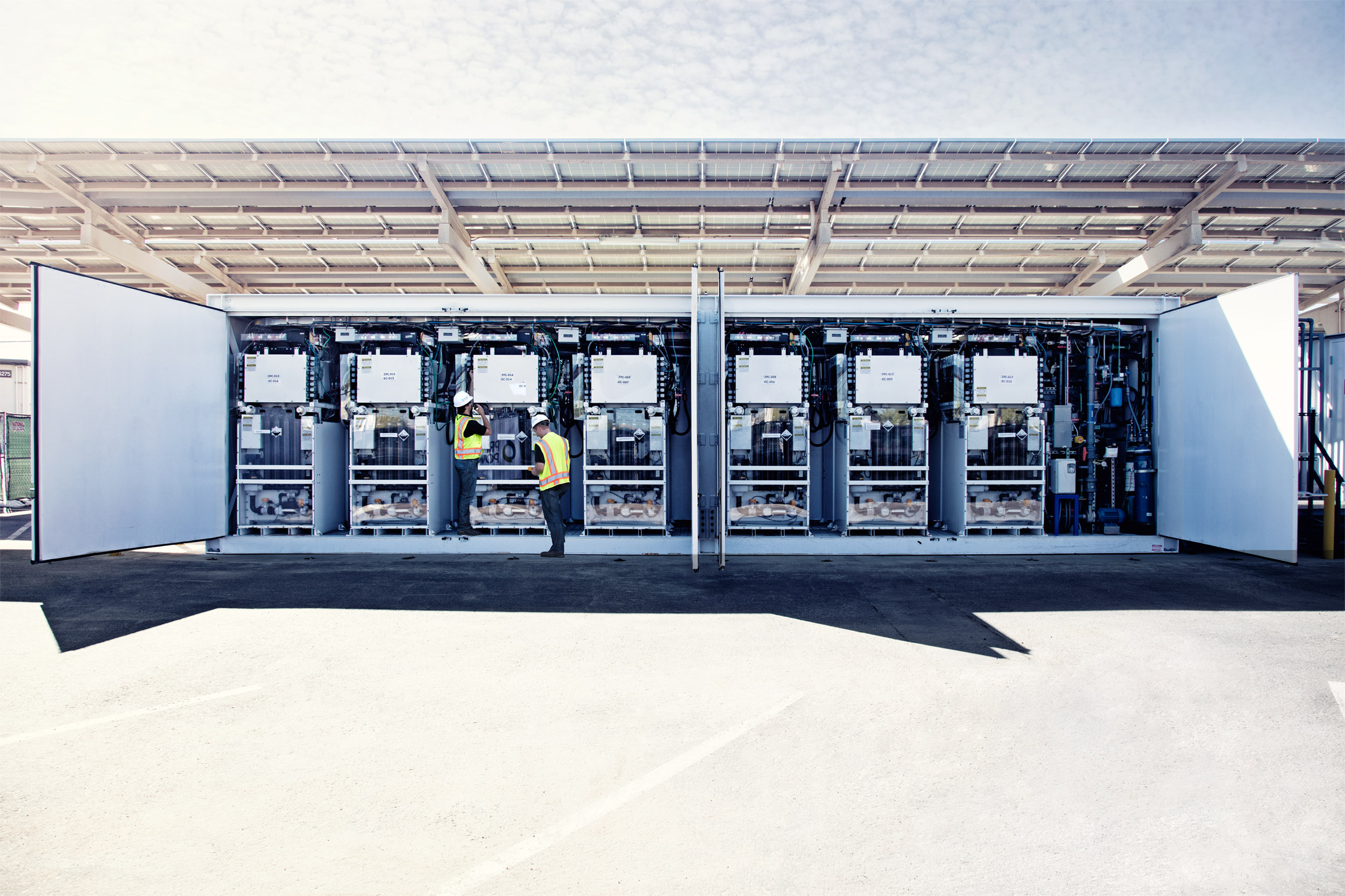 11_alternative_energy_corporate_batterystorage_solar_photographer.jpg