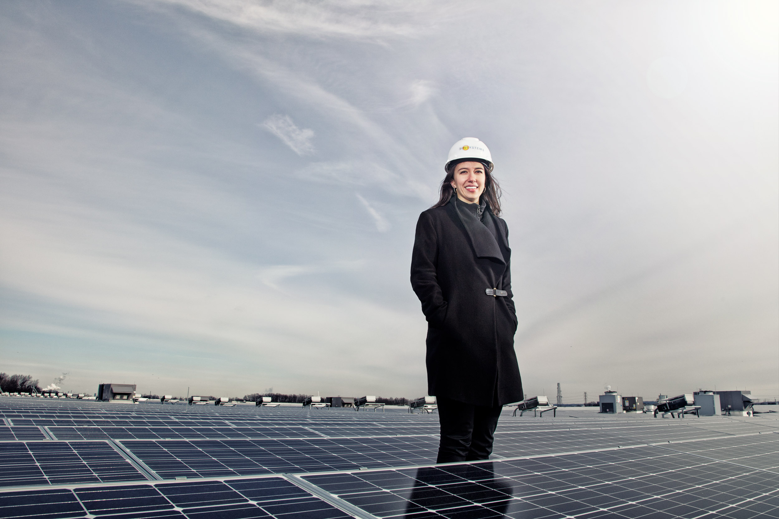 39_solar_energy_corporate_portrait_female_engineer_advertising_photography.jpg