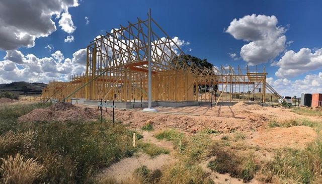 #suttongrange project framing progressing.  We can really appreciate the siting at this point. . . #breearchitects #bendigoarchitecture #bendigodesign  #healthyliving #smallbusinessbendigo #bendigosmallbusiness
