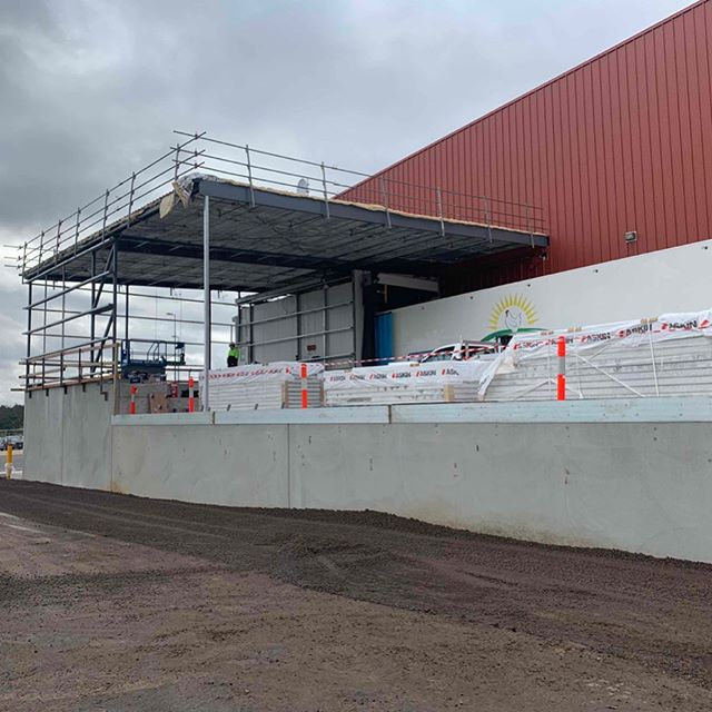 Hazeldene Chicken Farm loading dock extension progressing nicely. . #bendigoarchitects #breearchitects #hcf #bendigoarchitecture #bendigosmallbusiness #bendigobusinesses #smallmeetsbig #poultryfarmer #poultry #poultryfarm #hazeldenechickenfarm #hazeldenechicken #industrialarchitecture #localindustry #poultryprocessing
