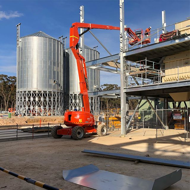 Steelwork at our Ridley Feed Mill project in East Bendigo. Four more levels to go! @breearchitects_industry . #breearchitectsindustry #industry #feedmill #ridleyagriproducts #bendigosmallbusiness #smallbusinessbendigo #bendigoarchitecture #bendigoarchitects #centralvictoria #centralvictorianindustry #constructionindustry #steel