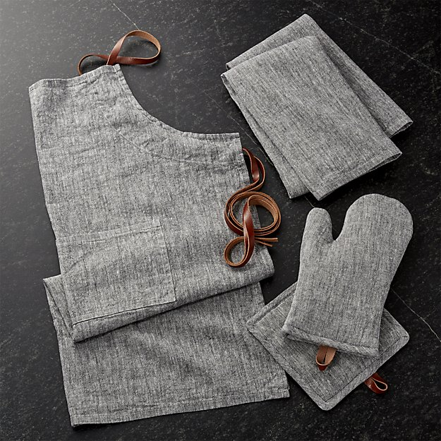 Apron Oven Mitts and Dish Towels.jpg