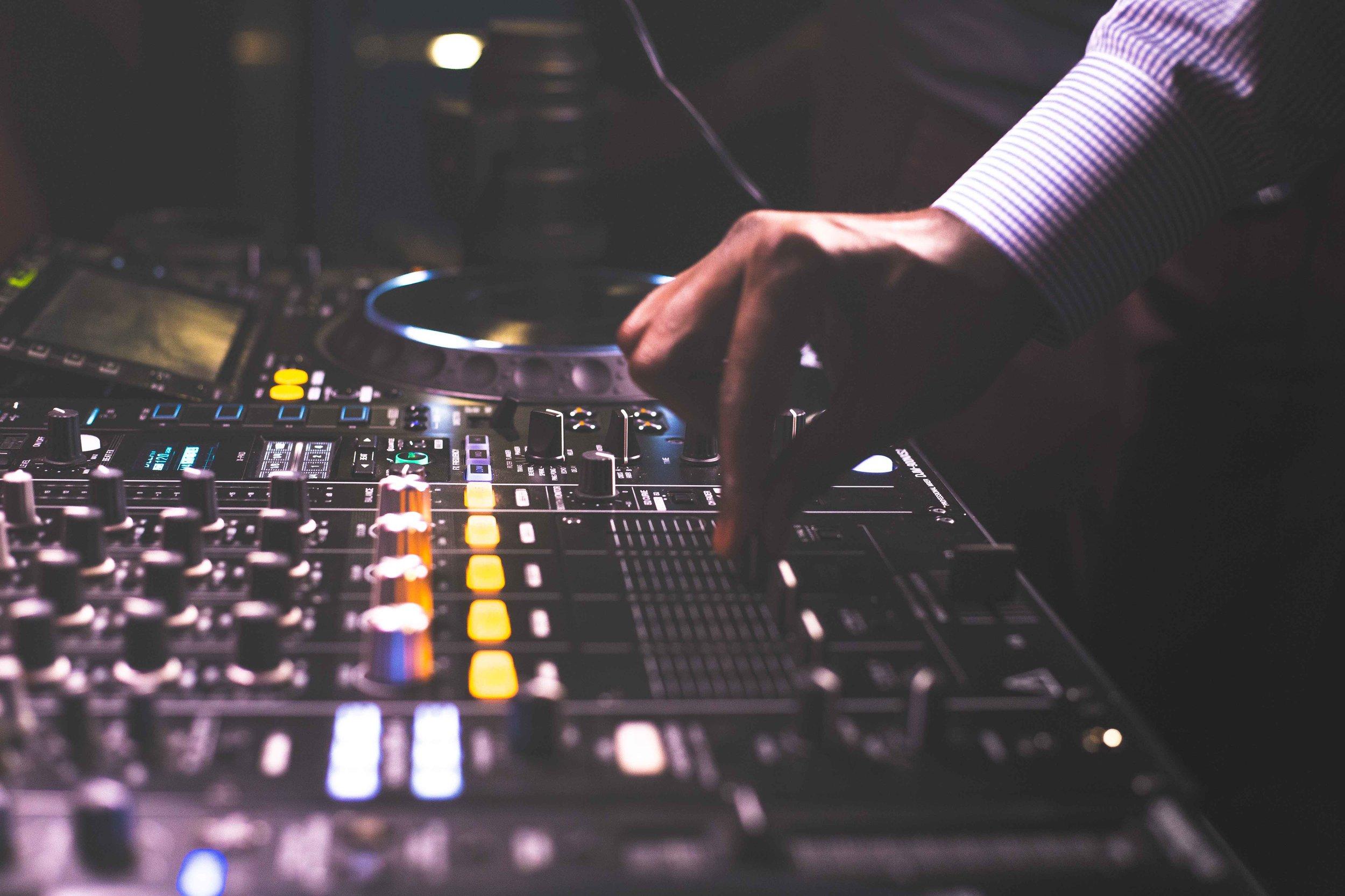 CDJ & Mixer Rental - $300 - 24hr ( 2 Pioneer DJ CDJ-2000NXS2 & Pioneer DJ DJM-900NXS2 4-channel DJ Mixer)