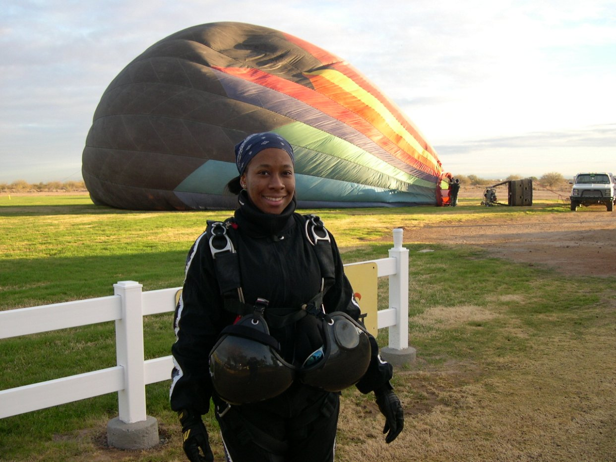 Sharon Calhoun - Skydive Arizona - Xmas 09.JPG