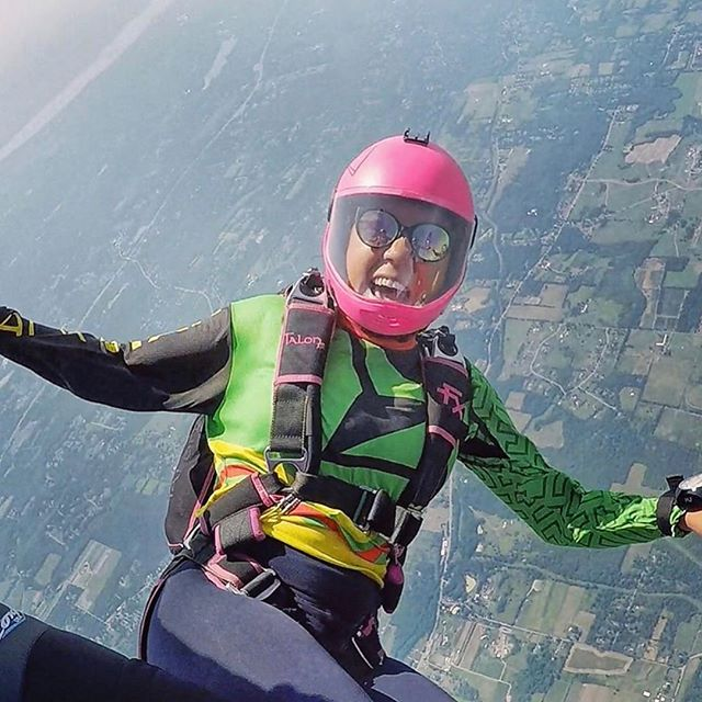 @Regrann from @basakguldal - HAPPY MONDAY!!😃😃 . . Hope everyone is as stoked as @eternalskygrl 🥳🥳 . . #sistersinskydiving #flylikeagirl #weloveflying #ourhappyplace #followyourdreams 📍This photo was taken on Lenape and Haudenosauneega (Longhouse Confederacy)ancestral land.  Tag #teamblackstar and #skydiversofcolor to help promote diversity in skydiving. Join us at teamblackstar.com as we work to #diversifyoutdoors.