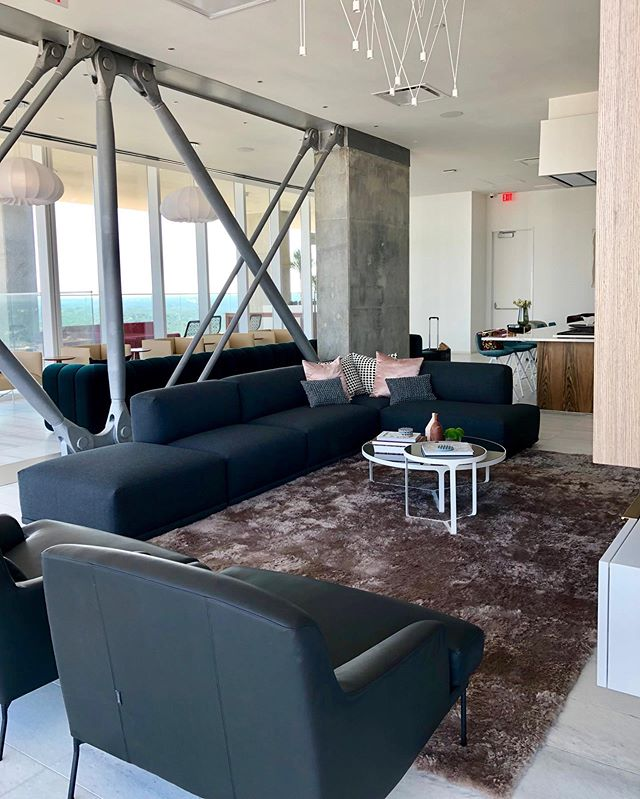 Come in and put your bare feet on our supple shearling collection and see why it's so sought-after. Here's one in the owner's lounge on the 34th floor of the Independent!  #DavidAlanRugs #interiordesign #austininteriordesign #interiordesigner #interiors #homedecor #contemporary #wool #silk #austininterior #sanantoniointeriordesign #sanantoniointeriors #houstonininteriordesign #houstoninteriors #architecture #decor #interiordecorating #interiorinspiration #houstoninteriordecorator #inspiration #tulsainteriordesign #dallasinteriordesign #dallasinteriors #dallasinteriordesigner #luxemagazine #luxeinteriors #shearling