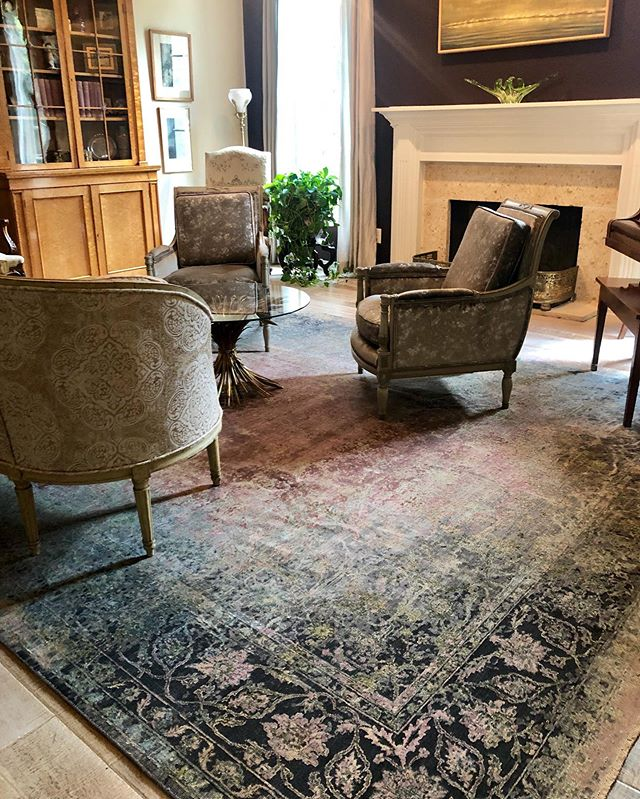 Completed this splendid traditional space with a beautiful 10X14 wool & silk rug installation.  #DavidAlanRugs #samadrugs #traditional #interiordesign #austininteriordesign #interiordesigner #interiors #homedecor #wool #silk #austininterior #sanantoniointeriordesign #sanantoniointeriors #houstonininteriordesign #houstoninteriors #architecture #decor #interiordecorating #interiorinspiration #houstoninteriordecorator #inspiration #tulsainteriordesign #dallasinteriordesign #dallasinteriors #dallasinteriordesigner