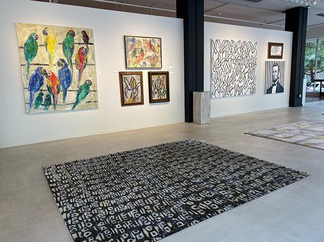 The Hunt Slonem rug collection is out on display at @russellfineart and is available through David Alan Rugs. Come out to meet the artist, view some art, and maybe even leave with a rug! Tomorrow 11/2/19, 6-9 p.m. (Keep swiping for more Hunts Slonem rug designs)  #DavidAlanRugs #interiordesign #austininteriordesign #interiordesigner #interiors #homedecor #contemporary #wool #silk #austininterior #sanantoniointeriordesign #sanantoniointeriors #houstonininteriordesign #houstoninteriors #architecture #decor #interiordecorating #interiorinspiration #houstoninteriordecorator #inspiration #tulsainteriordesign #dallasinteriordesign #dallasinteriors #dallasinteriordesigner #HuntSlonem #bunnies #rabbits #birds #art