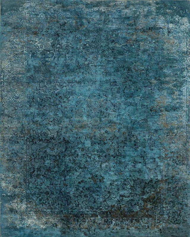 What makes a rug 'transitional' is a traditional pattern heightened by contemporary colors and materials, such as the varying hues of blue and green silk in this new 9x12 rug  #DavidAlanRugs #interiordesign #austininteriordesign #interiordesigner #interiors #homedecor #transitional #wool #silk #austininterior #sanantoniointeriordesign #sanantoniointeriors #houstonininteriordesign #houstoninteriors #architecture #decor #interiordecorating #interiorinspiration #houstoninteriordecorator #inspiration #tulsainteriordesign #dallasinteriordesign #dallasinteriors #dallasinteriordesigner