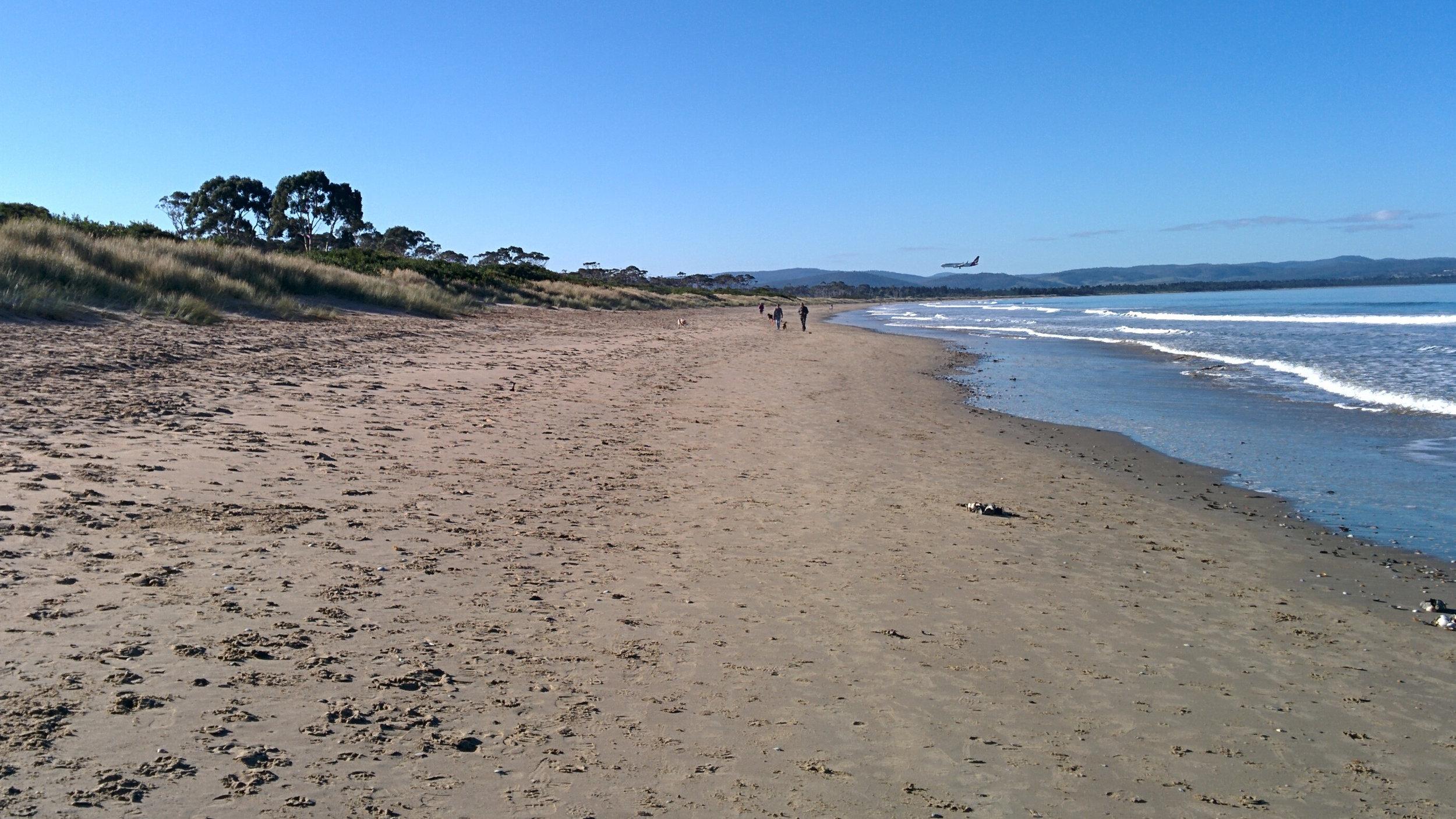 Seven Mile Beach 3 16-9.jpg