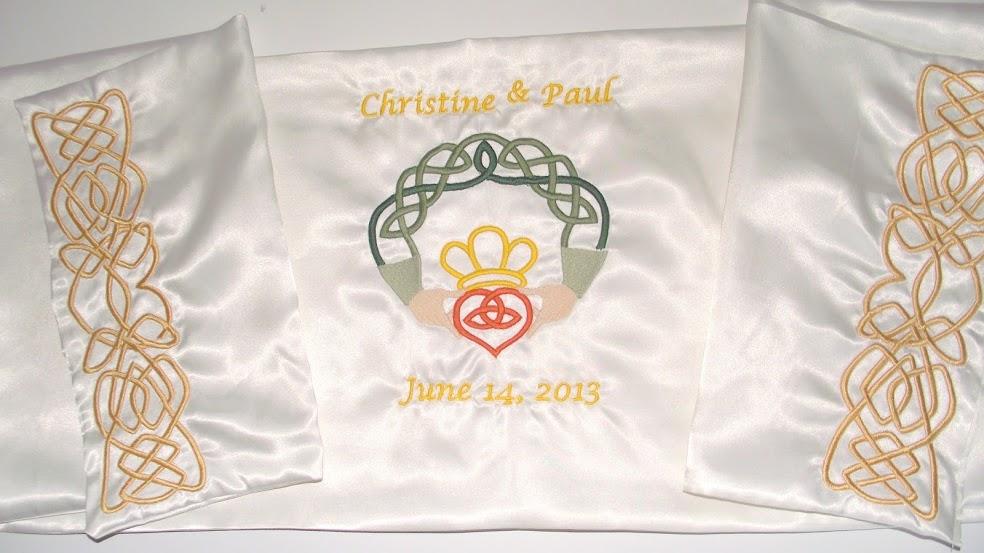 Satin cloth with Claddagh