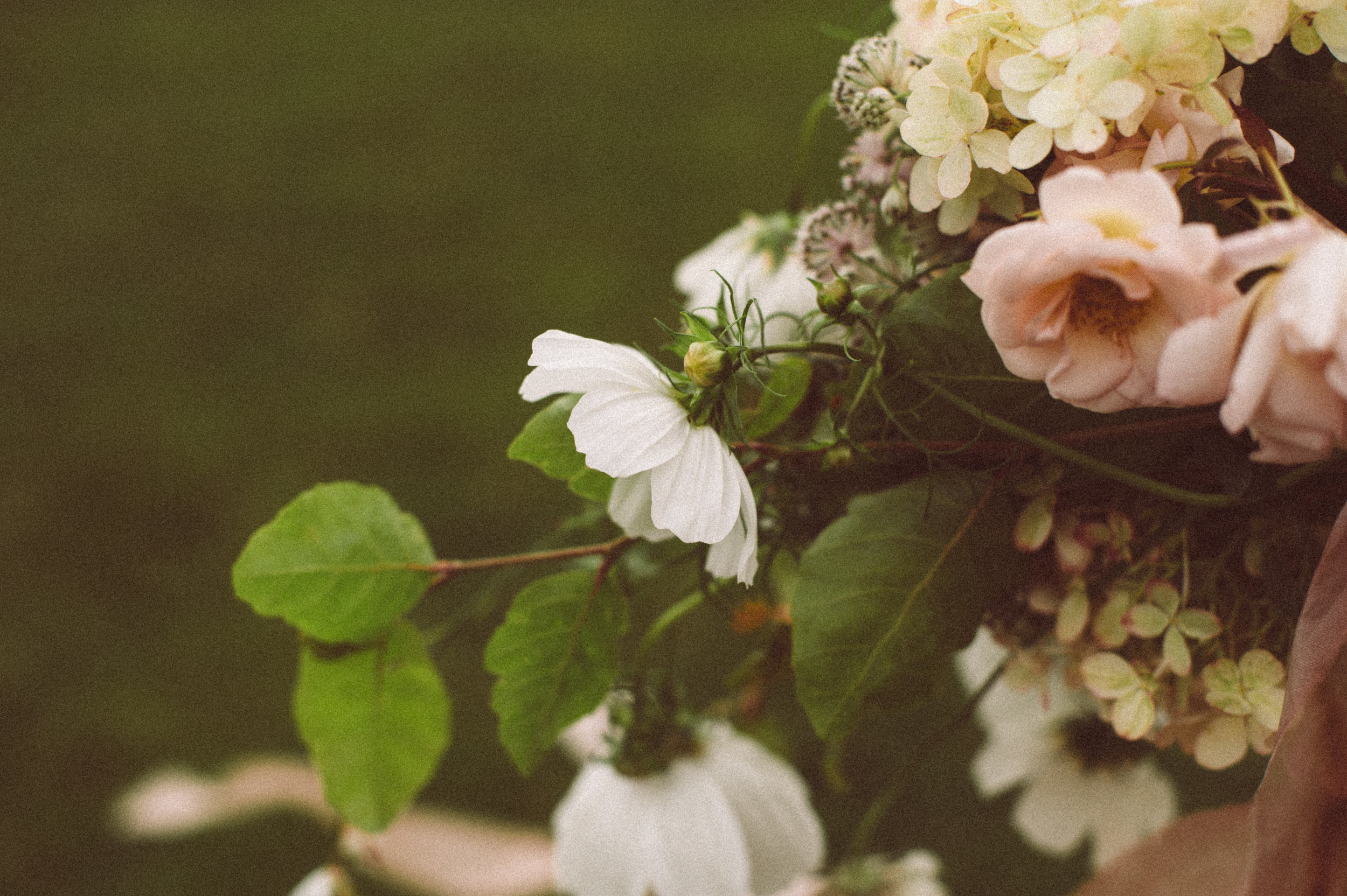 vintage-wild-wedding-flowers.jpg