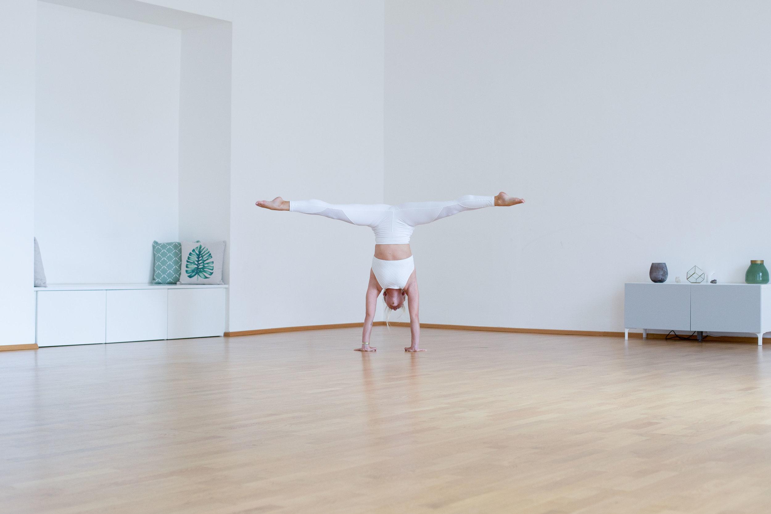 Handstand_justyogait2.jpg