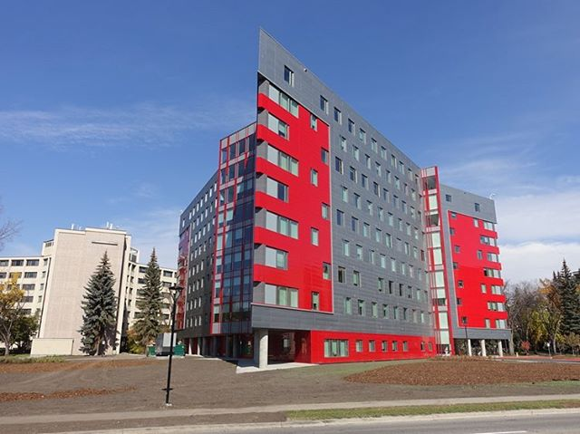 Using colour in architecture is risky, but @alpolic_mcm ACM panels make it tasteful and unique ••• Visit the link in our profile to read more on the spectacular University of Calgary Residence project! #architecture #panelling #acm #aluminum #alpolic #flynngroupofcompanies #norrarchitects #buildingmaterials #exteriordesign #education