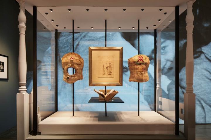 Frida-Kahlo-Making-Herself-Up-exhibition-London-UK-02.jpg