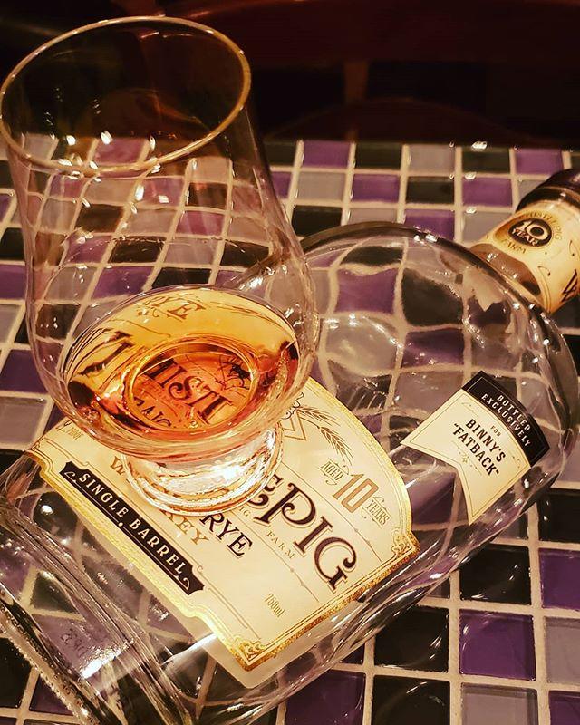 Great pour! . . . #bourbon #bourbonwhiskey #bourbongram #bourbonlover #bourbonclub #whiskey #whiskeylover #whiskeygram #whiskeyporn #bourbonporn #whisky #rye #ryewhiskey #dram #whiskeyclub #bourbonsociety #cigar #cigars #cigarsandwhiskey #beer #life #chicago #illinois #chicagosuburbs #chicagoland #theadventuresclubbourbonsociety #whistlepig @binnysbev @whistlepigwhiskey