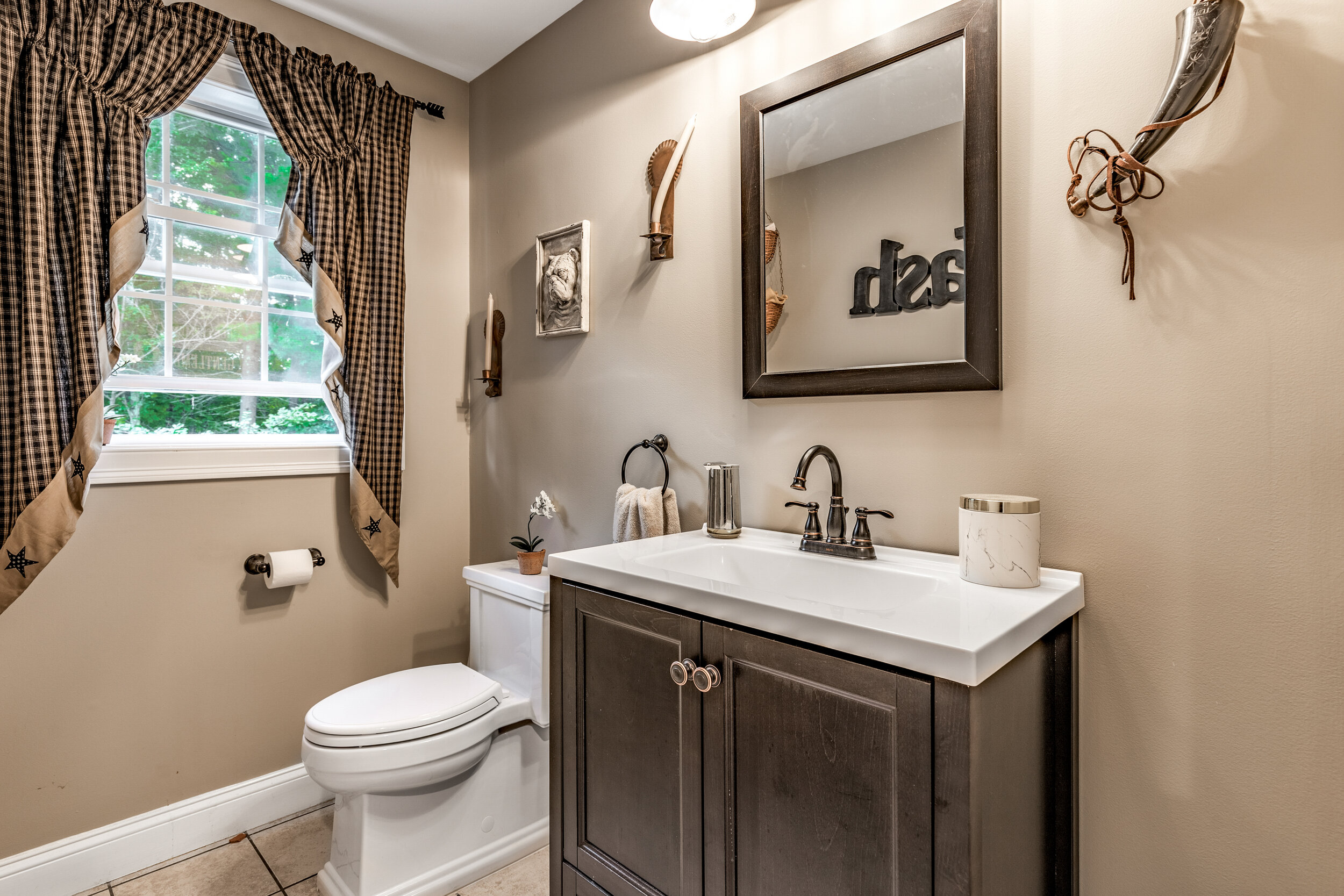 17_Bathroom.jpg