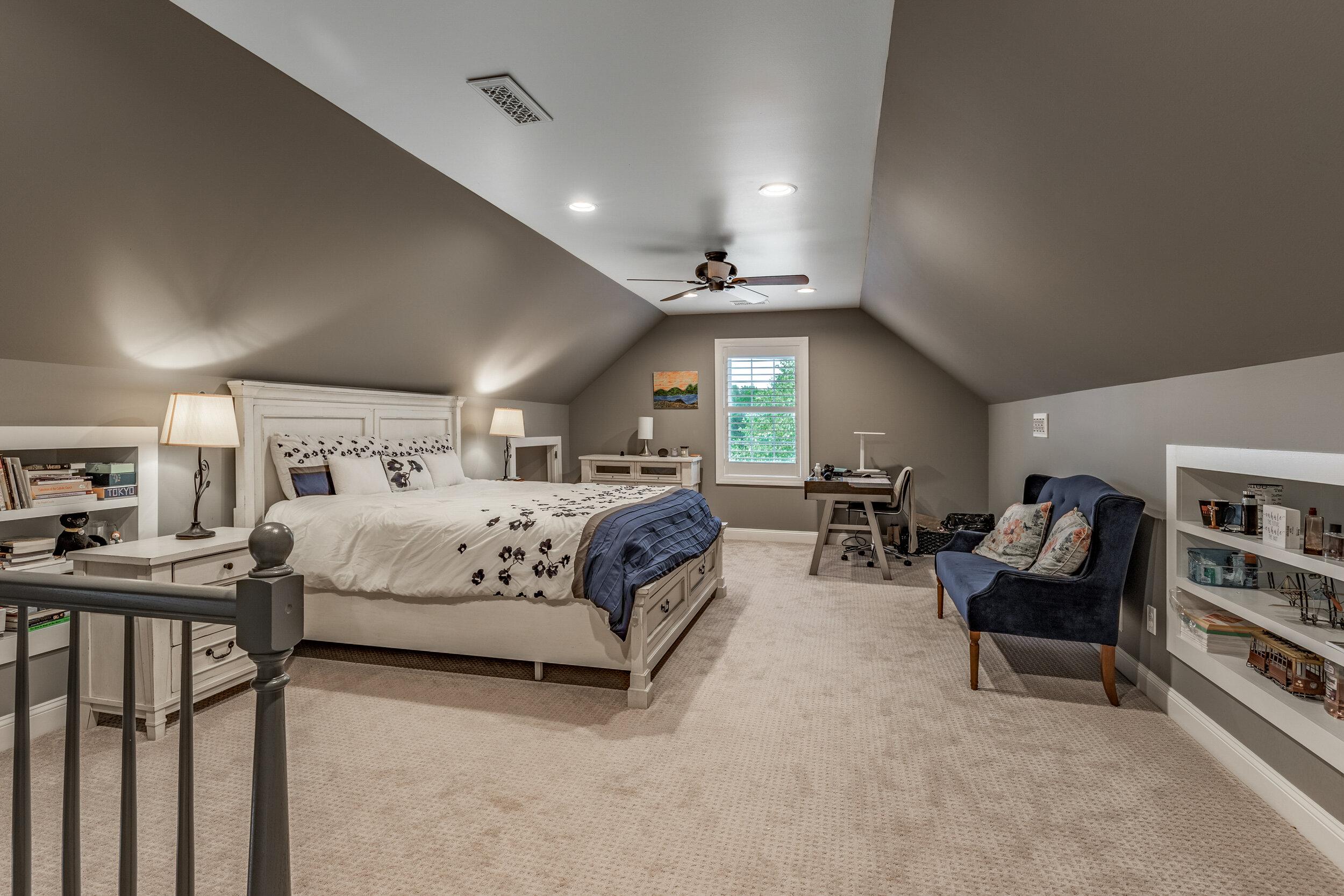 25_Bedroom-9.jpg