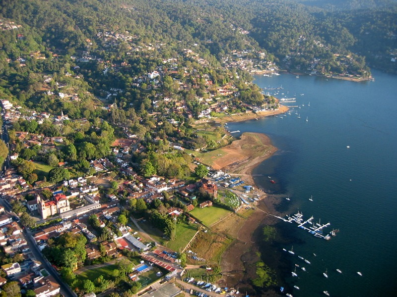 Valle de Bravo Mountains and Lake