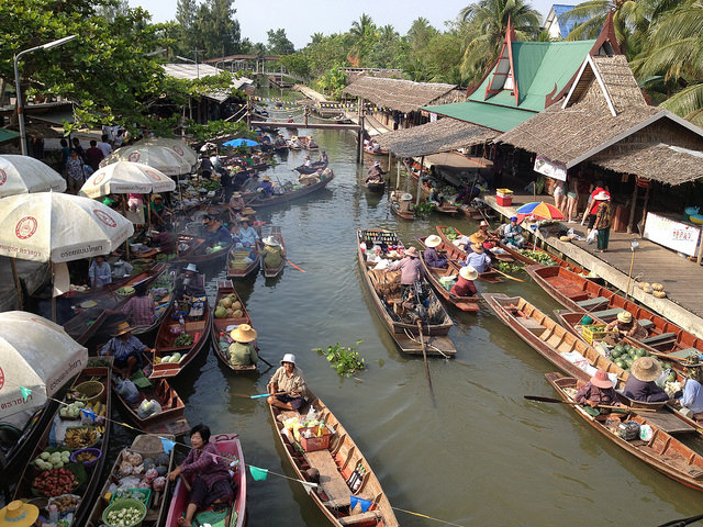 tha_kha_floating_market.jpg