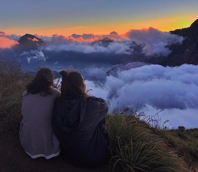 Your girl needs to climb another mountain👵🏽 @sarahezzeddine . . . . . . . #mountrinjani #indonesia_greatshots #climbing_lovers #sunset_love #islandfever