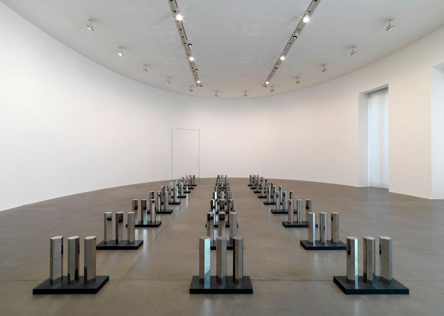 Walter-de-Maria-5-7-9-Series.-Installation-view-3-Gagosian-Gallery.jpg