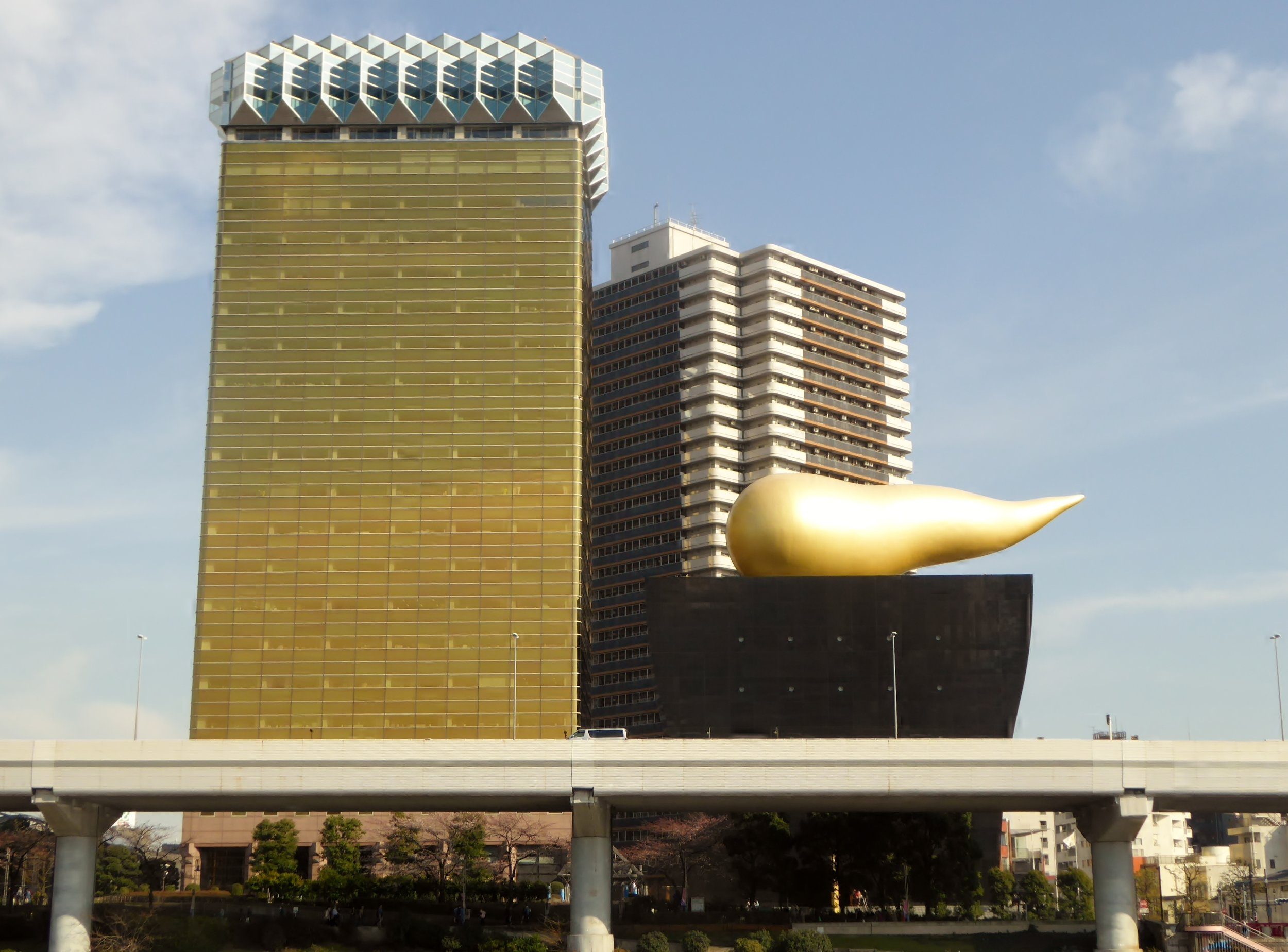Asahi_Group_Holdings,Ltd._headquarters_and_Super_Dry_Hall.JPG