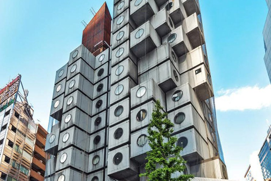 Kisho-Kurokawa-Modular-Nakagin-Capsule-Tower-at-Airbnb-1-889x594.jpg