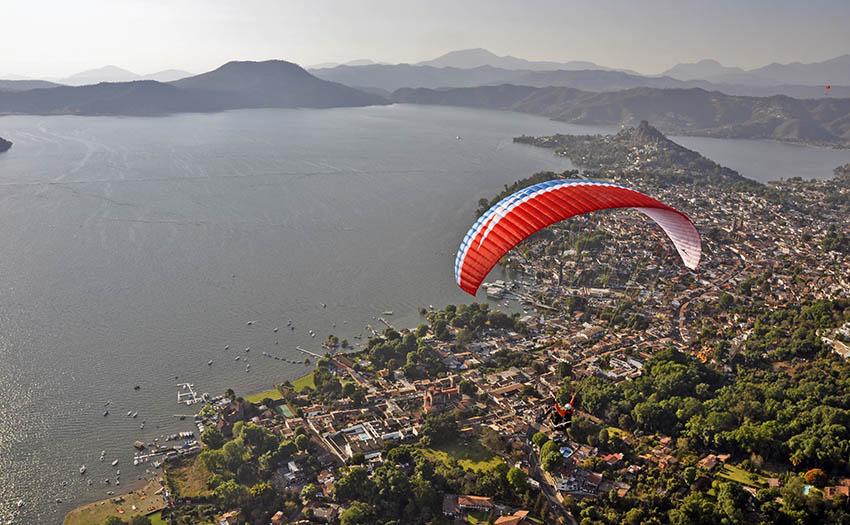 Paragliding-Valle-De-Bravo-Lake-Evening.jpg